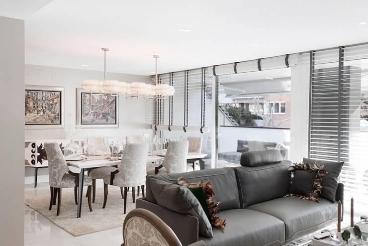 Comedor- Sala de estar en Pedralbes: Comedores de estilo clásico de INEDIT INTERIORISTAS