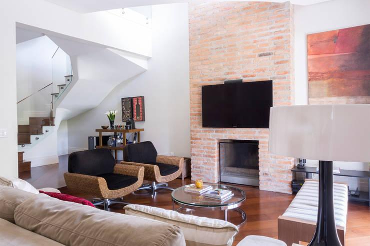 Casa Residencial SP Salas de estar modernas por Danielle Tassi Arquitetura e Interiores Moderno