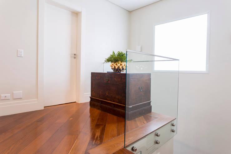 Casa Residencial SP Corredores, halls e escadas modernos por Danielle Tassi Arquitetura e Interiores Moderno