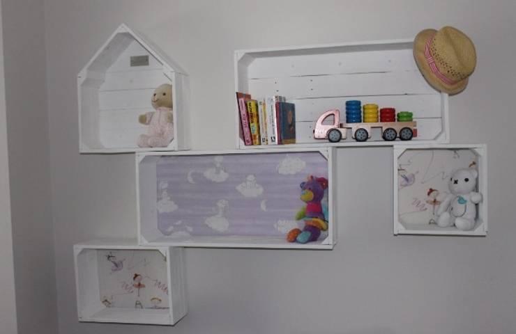 CAJITAS CON ENCANTO: Habitaciones infantiles de estilo  de Muebles Diferentes