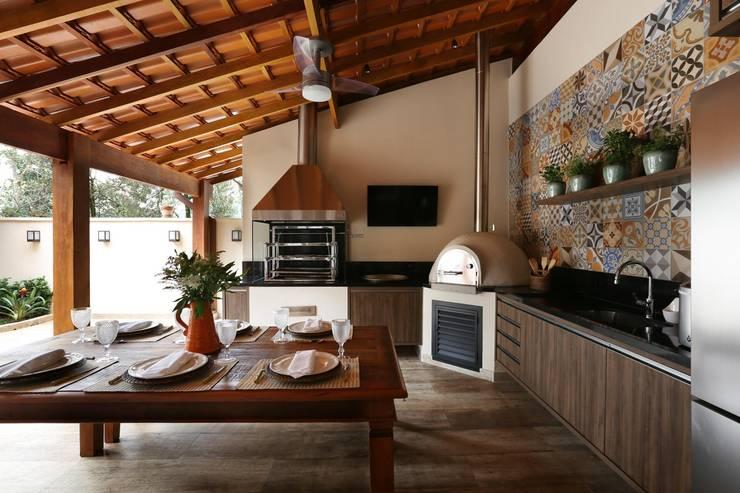 Patios & Decks by Danielle Tassi Arquitetura e Interiores