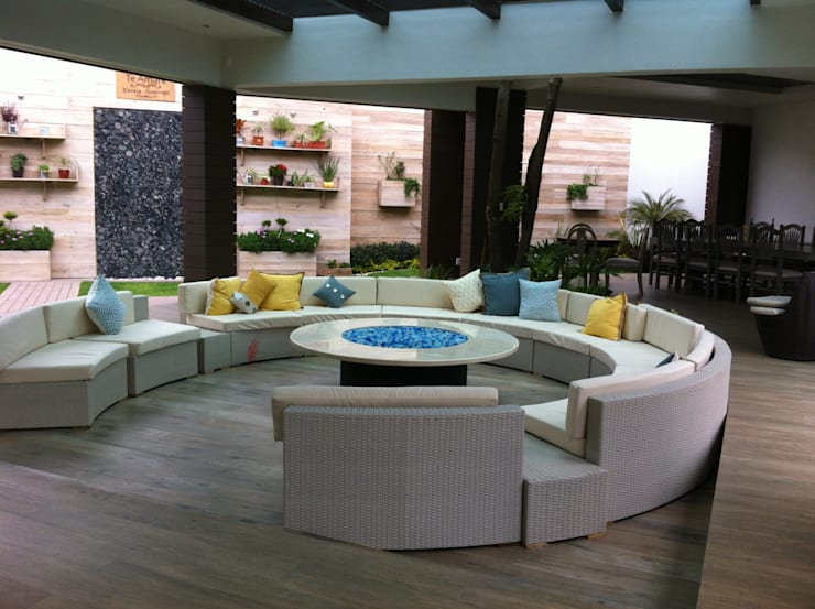 Living room by IDEAR INTERIORISMO