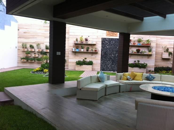 TERRAZA: Jardín de estilo  por IDEAR INTERIORISMO