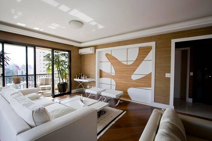 SPLASH - estar e home: Salas de estar  por studio luchetti,Moderno