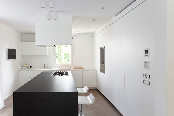 Kitchen by EXiT architetti associati