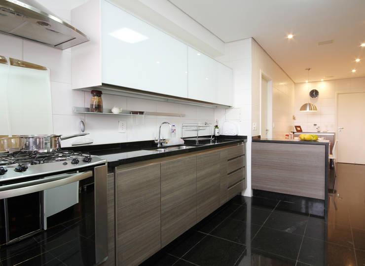 APARTAMENTO ALTO DA LAPA: Cozinhas  por 3K ARQUITETURA E INTERIORES