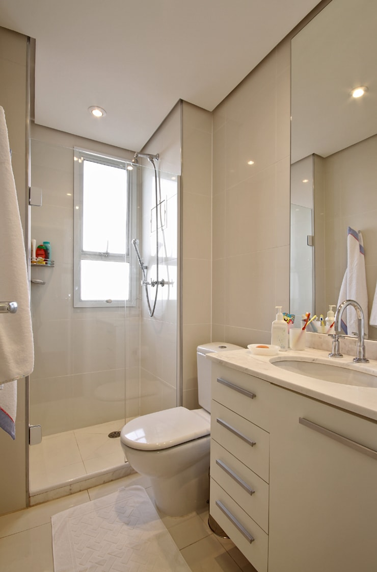 APARTAMENTO ALTO DA LAPA: Banheiros  por 3K ARQUITETURA E INTERIORES