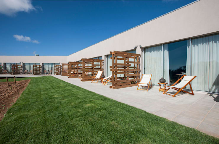 Vale D´Azenha Hotel & Residence by Ipotz Studio: Hotéis  por Ipotz Studio