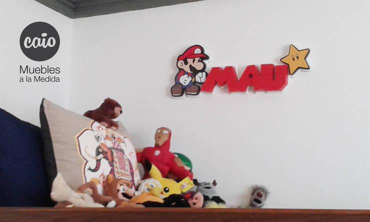 """Letrero """"Mau"""" con personaje: Habitaciones infantiles de estilo  por Caio Espacios Infantiles"""