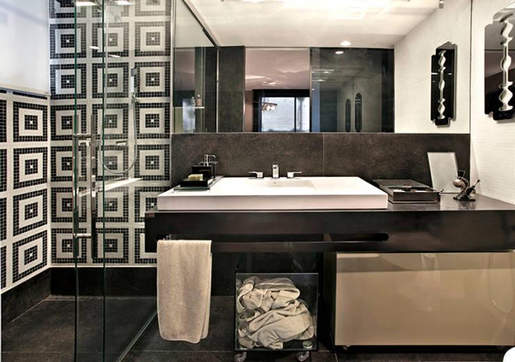 Bathroom by Escritório de Arquitetura Sílvia Hermanny