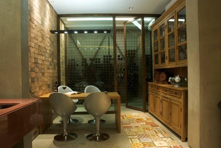 Casa Village Terrasse:   por Escritório de Arquitetura Sílvia Hermanny