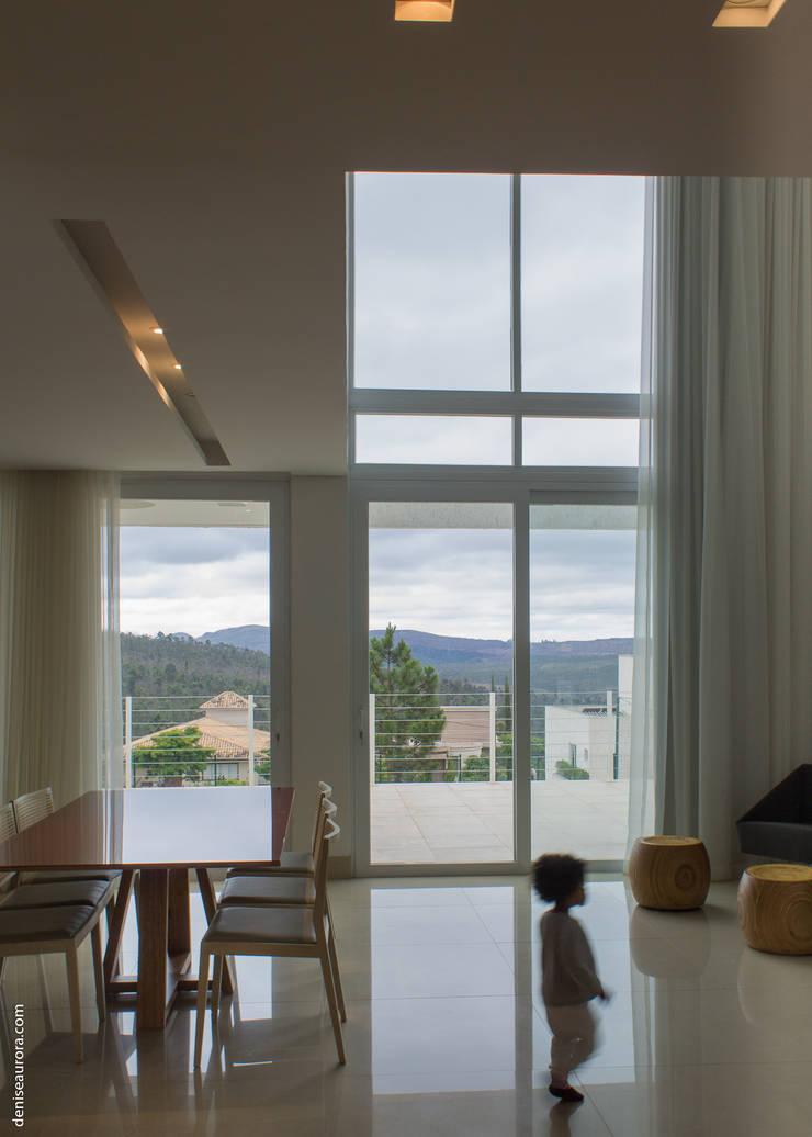 Casa Alphaville 1: Janelas   por AURORA Arquitetura - Design 4 Stays,