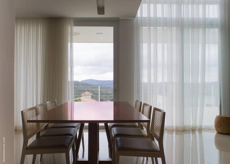 Casa Alphaville 1: Salas de jantar  por AURORA Arquitetura - Design 4 Stays,