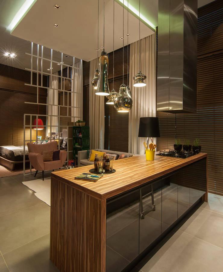 Loft : Salas de estar  por Pulse Arquitetura,