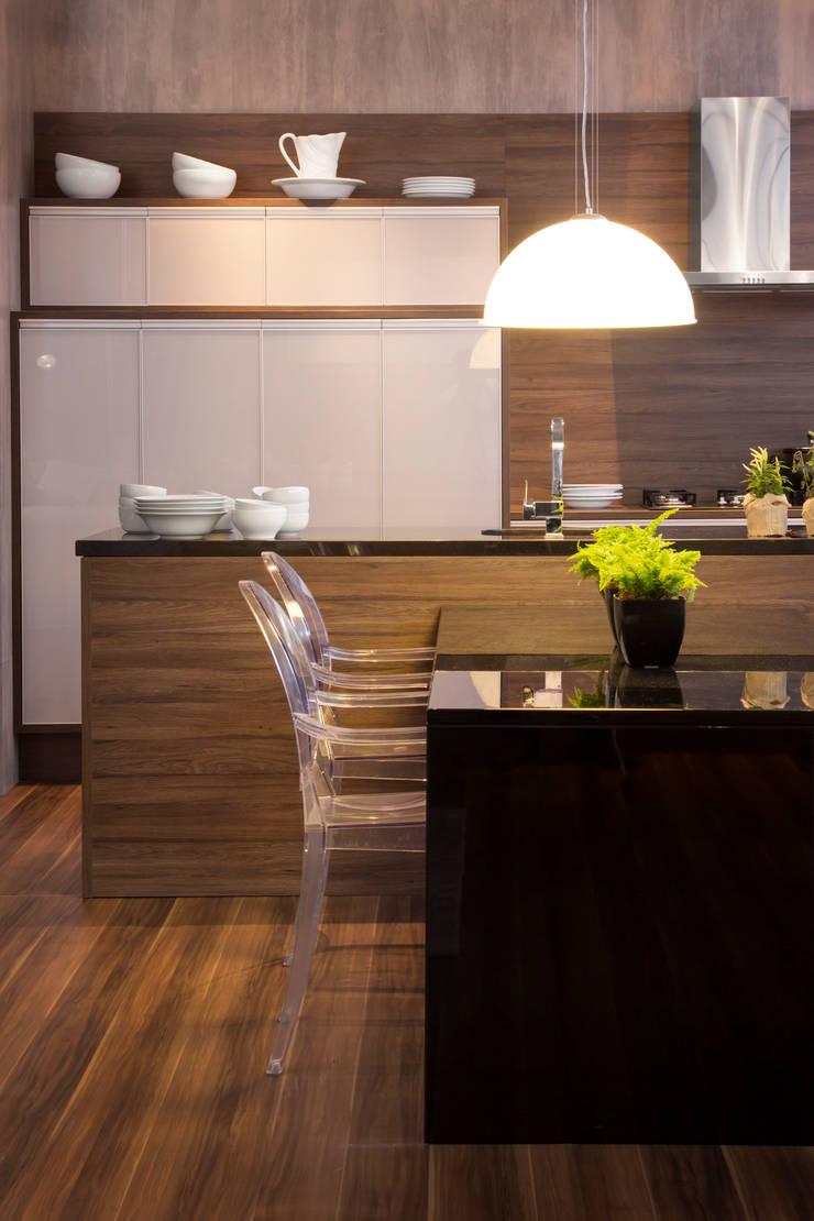 Show room - móveis planejados: Espaços comerciais  por Pulse Arquitetura,