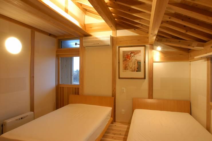 . モダンスタイルの寝室 の 徳弘・松澤建築事務所 モダン