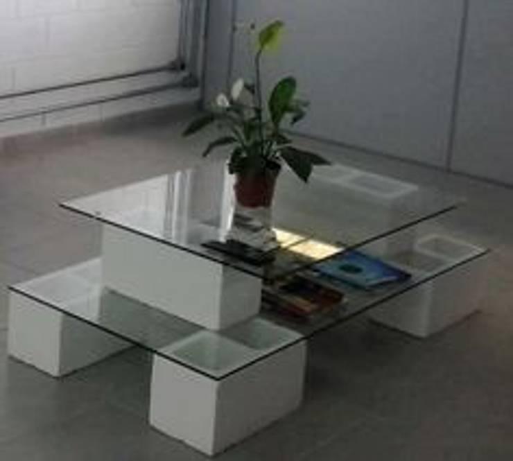 MESA DE CENTRO: Salas de estilo  por ENFOQUE CONSTRUCTIVO