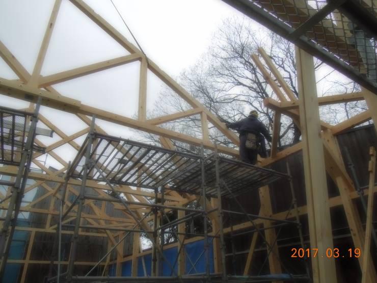 KONARAHOUSE工場: 木造トラス研究所・株式会社 合掌が手掛けた家です。