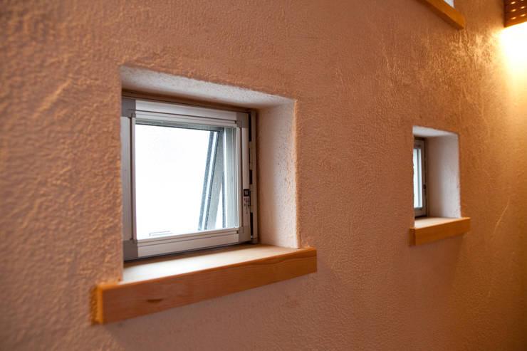 高槻の家: 株式会社 atelier waonが手掛けた窓です。,