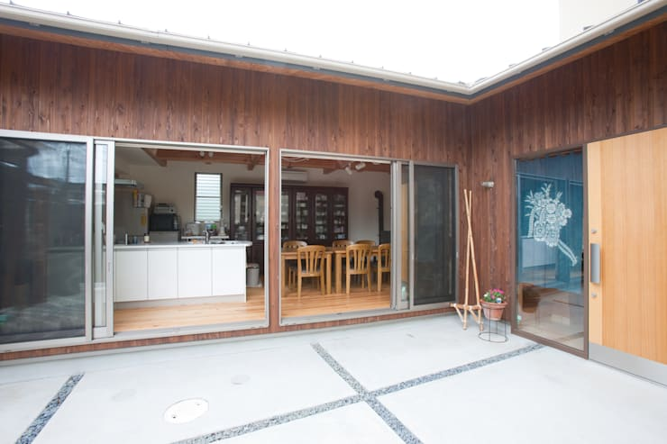 Casas de estilo  por 株式会社 atelier waon, Moderno