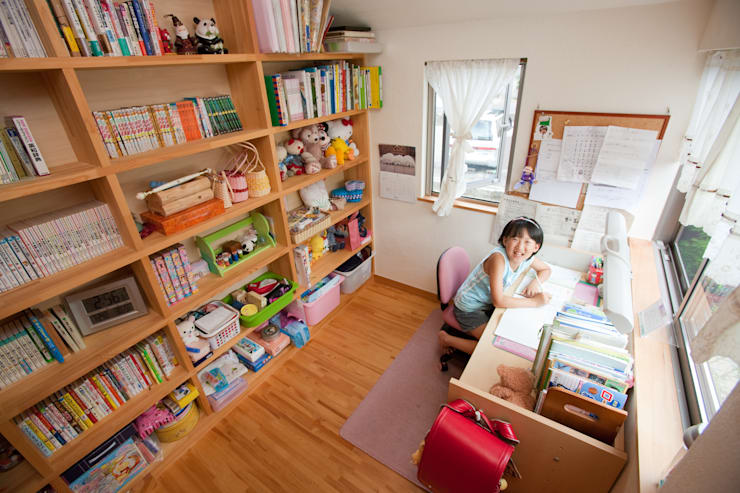 Projekty,  Pokój dziecięcy zaprojektowane przez 株式会社 atelier waon, Nowoczesny