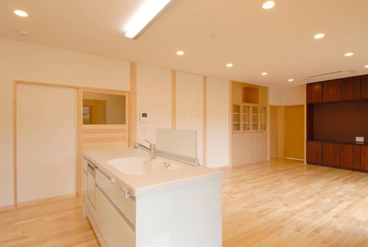 川越の住継ぐ家: 池野健建築設計室が手掛けたキッチンです。,モダン