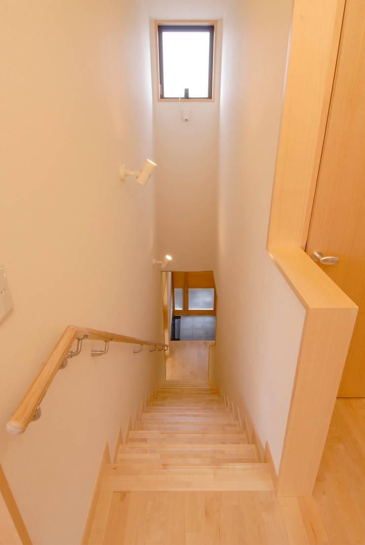 川越の住継ぐ家: 池野健建築設計室が手掛けた廊下 & 玄関です。,ラスティック