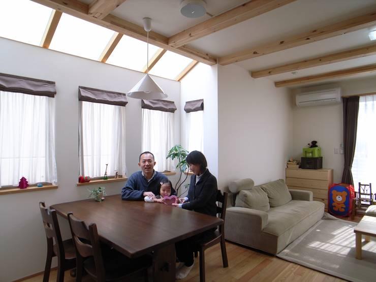 鷹匠町の家: 株式会社 atelier waonが手掛けたダイニングです。
