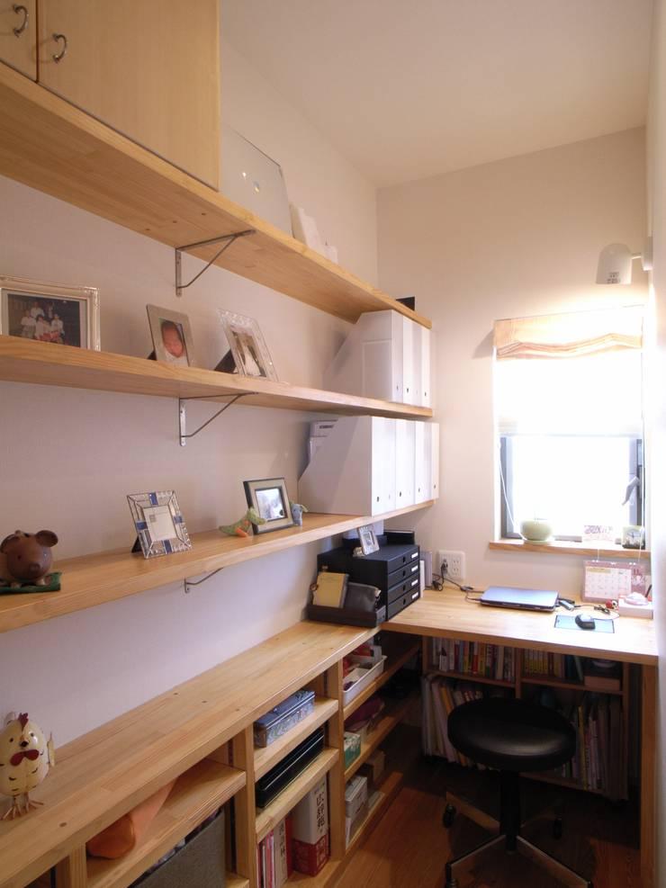 鷹匠町の家: 株式会社 atelier waonが手掛けた書斎です。