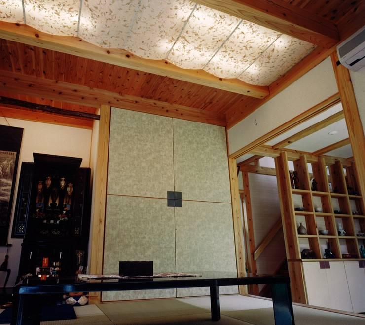 南上町の家: 株式会社 atelier waonが手掛けた和室です。,