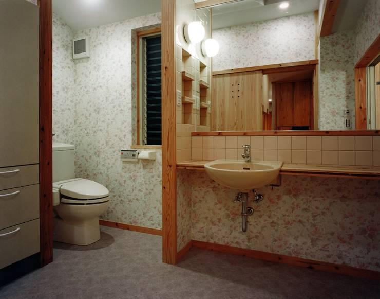南上町の家: 株式会社 atelier waonが手掛けた浴室です。,