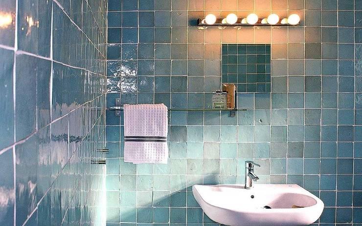 Baños de estilo  por Mosaic del Sur