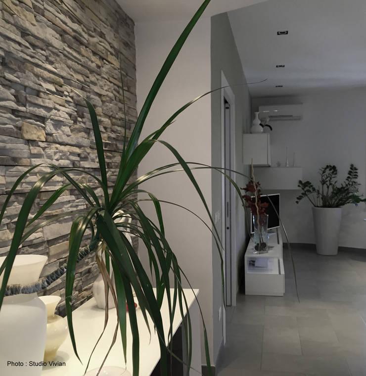 Casa P: Soggiorno in stile  di Studio Vivian