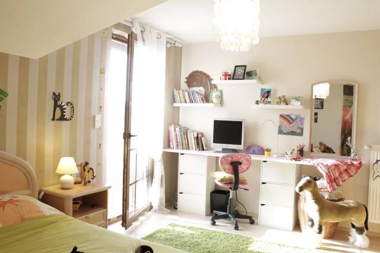 Maison de campagne: Chambre d'enfant de style  par ADesign Ana Petrova