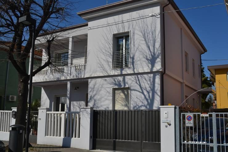 esterno: Case in stile in stile Eclettico di bilune studio