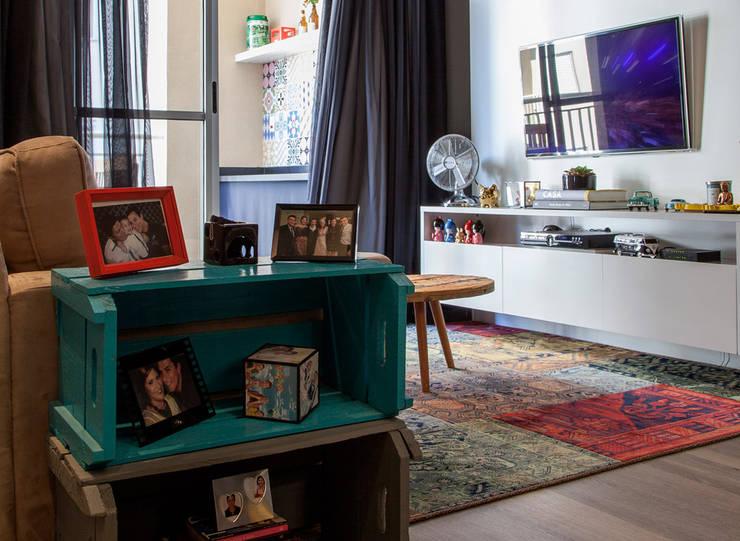 Projeto apartamento Barueri:   por JR Interiores e Organização