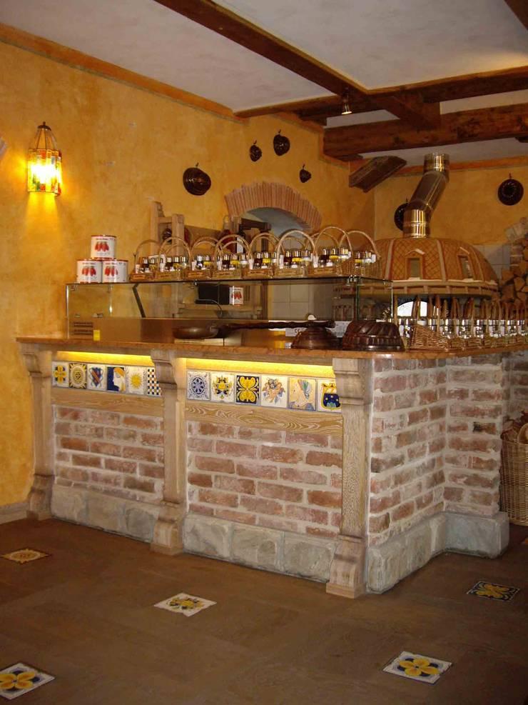 Пиццерская стойка из старинного кирпича и майолики.: Ресторации в . Автор –  Виктория Капитонова