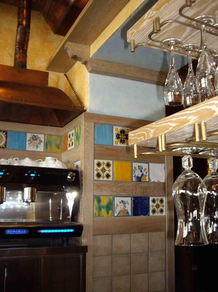 Барная стойка ресторана.: Ресторации в . Автор –  Виктория Капитонова