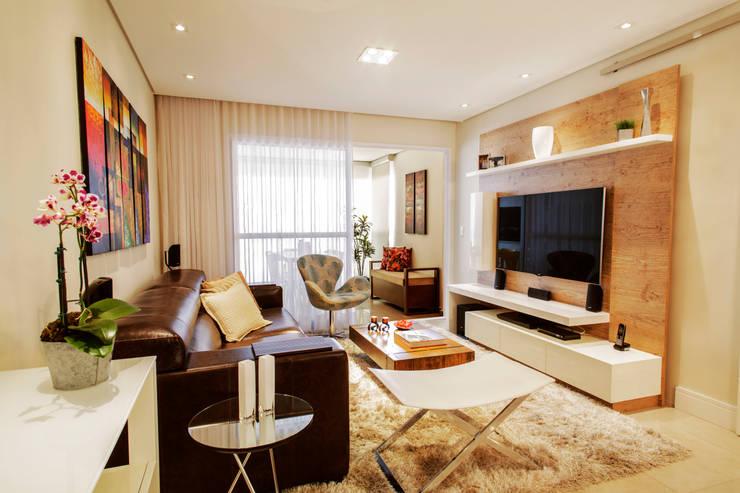 Home : Salas de estar modernas por PIÇARRA E BRITO