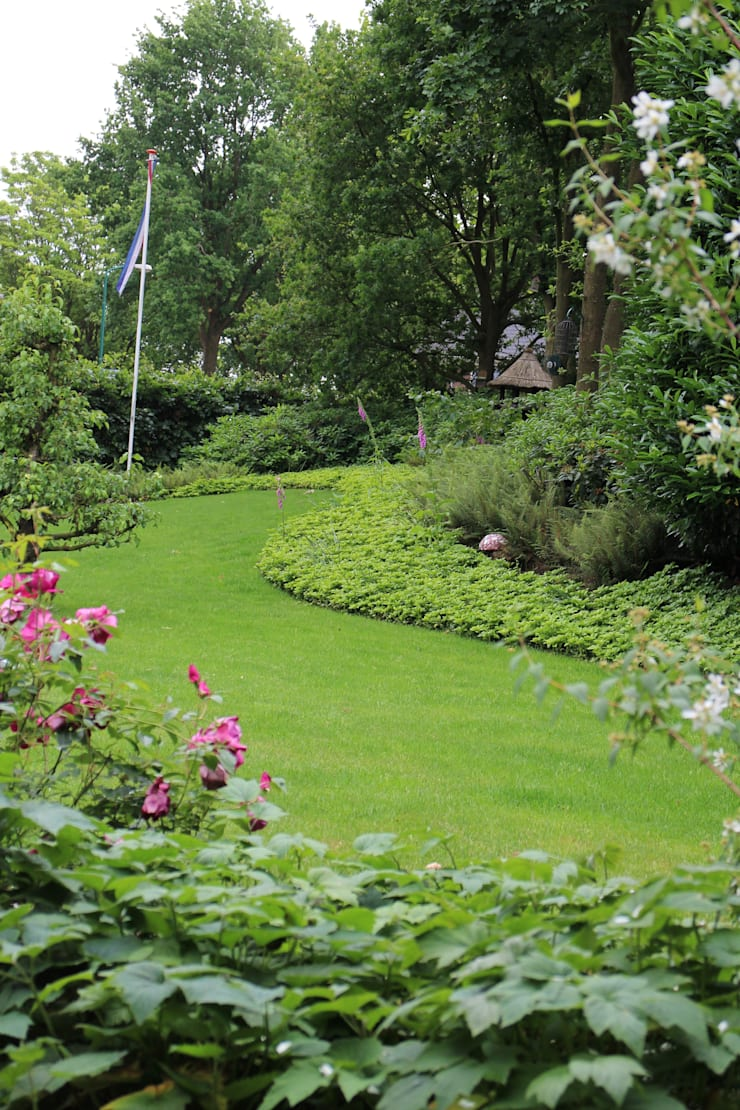Villa tuin Rhenen:  Tuin door Buro Floris
