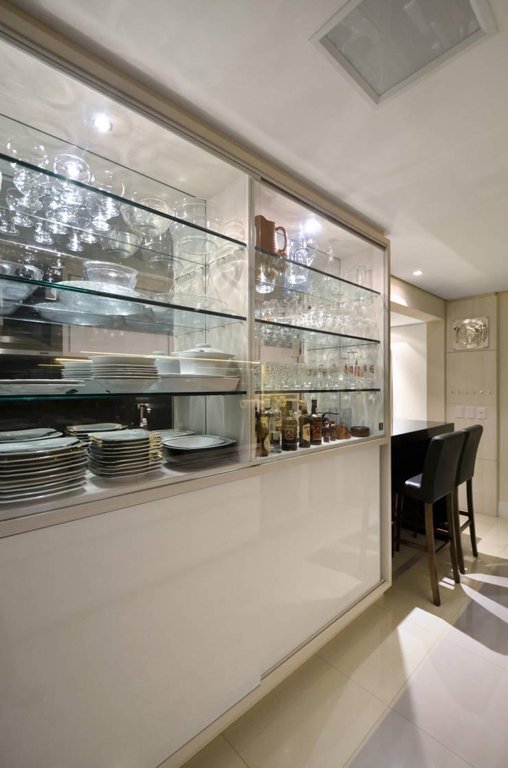 Cozinha: Cozinha  por Gabriela Pires Arquitetura,