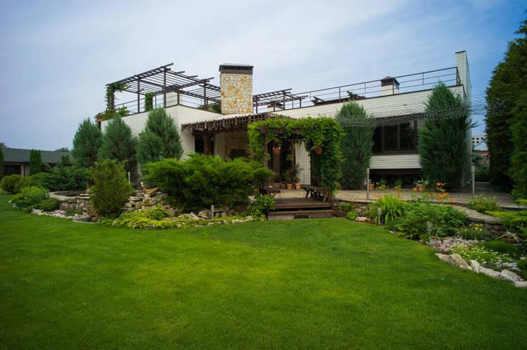 Projekty, eklektyczne Domy zaprojektowane przez Ал