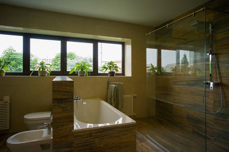 Projekty,  Łazienka zaprojektowane przez Ал
