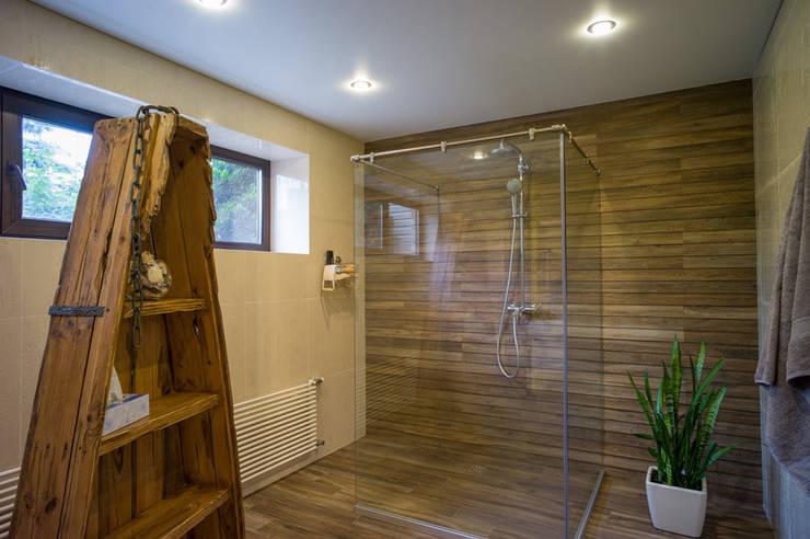 Baños de estilo ecléctico de Ал