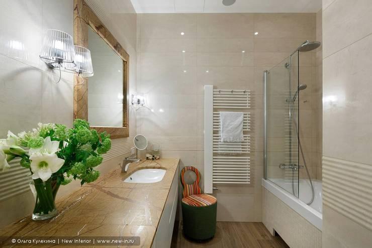 Casas de banho clássicas por Ольга Кулекина - New Interior