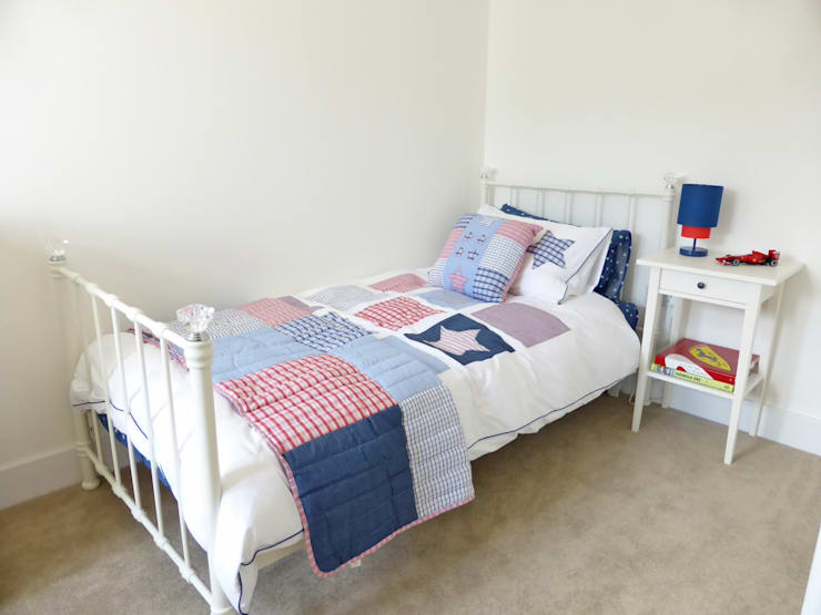 Church Mews, Hartland, Devon: modern Bedroom by The Bazeley Partnership