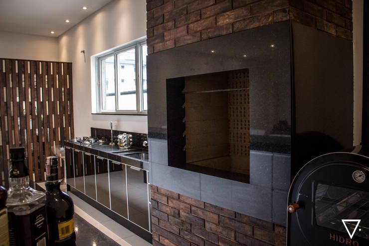 Projeto Churrasqueira Residencial: Salas de jantar  por Caroline Ritzmann Stratmann Arquitetura e Interiores