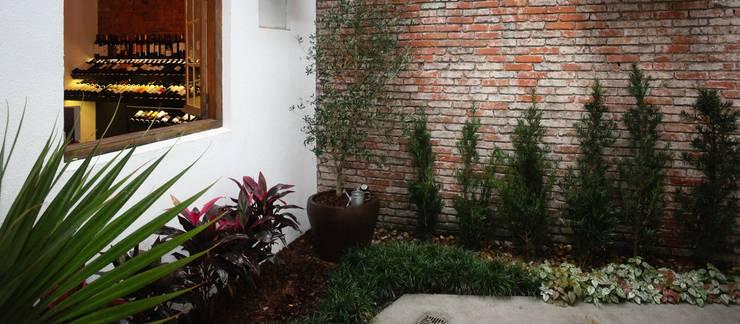 Mucho Gusto Mercado: Jardins de inverno  por Cris Manzolli  Arquiteta,