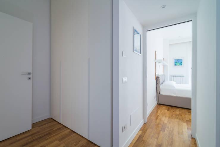 Appartamento C&F: Ingresso & Corridoio in stile  di Marcella Pane