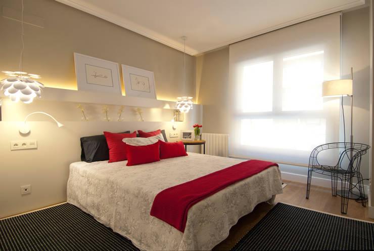 modern Bedroom by Sube Susaeta Interiorismo